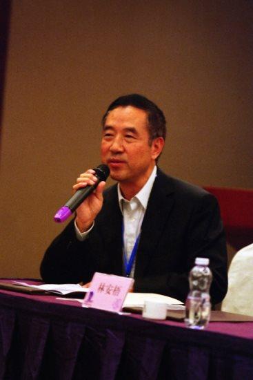 會議主辦人深圳大學文學院院長景海教授