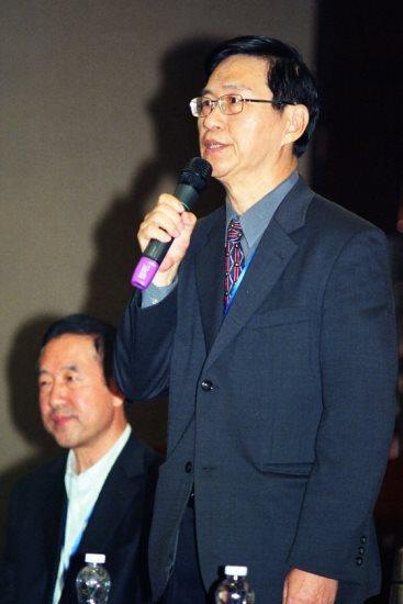 會議合辦單位東方文學術研究基金會∙鵝湖月刋社 朱建民董事長在閉幕式中發言