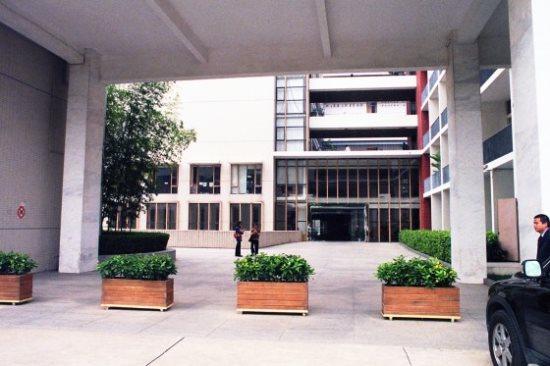 主辦單位深圳大學校景,文學院在二樓層